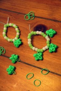 rainbow loom clovers